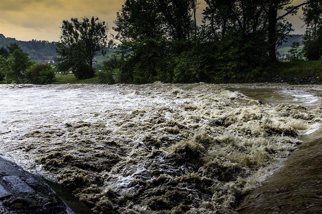 Töss bei Pfungen mit Hochwasser