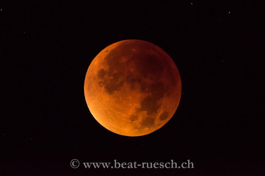 Super-Vollmond bei totaler Mondfinsternis als Blutmond