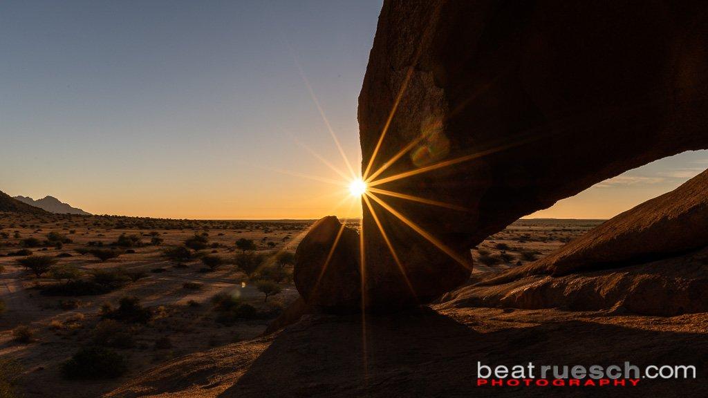Spitzkoppe - Felsformation mit Sonnenstern