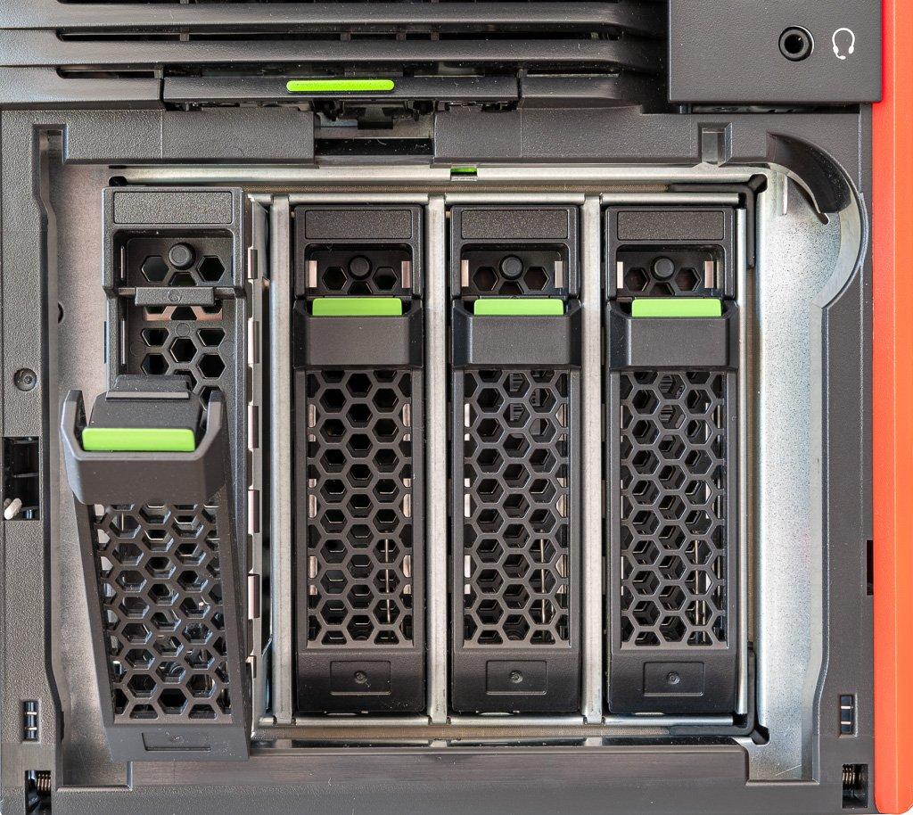 4 x SATA Harddisk von Vorne zugänglich
